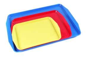 Пластмассовые столовые подносы разных размеров и цветов. - изображение 1