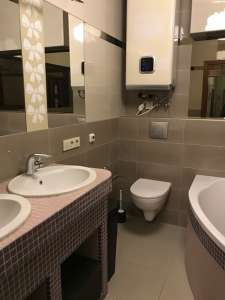 Продаю свою 3-х комнатную видовую квартиру с дизайнерским ремонтом в Броварах в 100 метрах от ЛЕСА - изображение 1